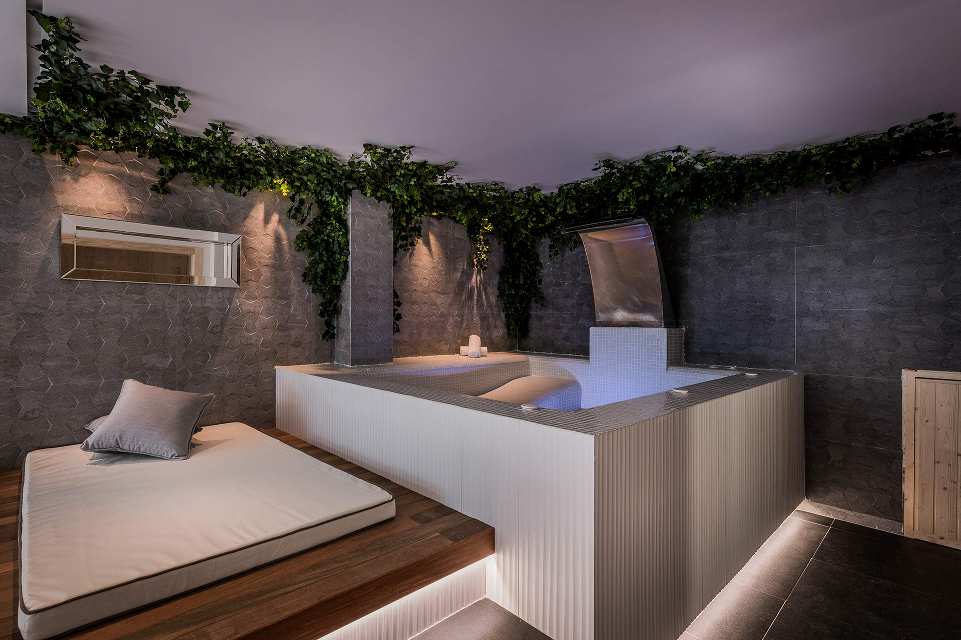 Andalucian Modern Jacuzzi